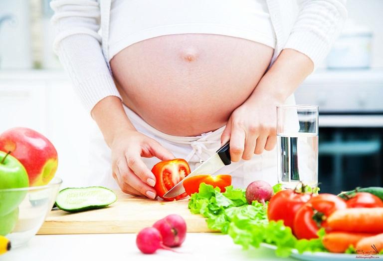 Món ăn chống táo bón để tránh bị trĩ sau sinh