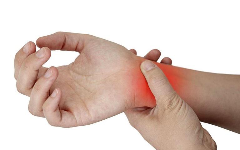 Viêm khớp ở cổ tay gây đau đớn và khó chịu