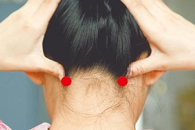 Bấm huyệt Phong trì chữa đau đầu