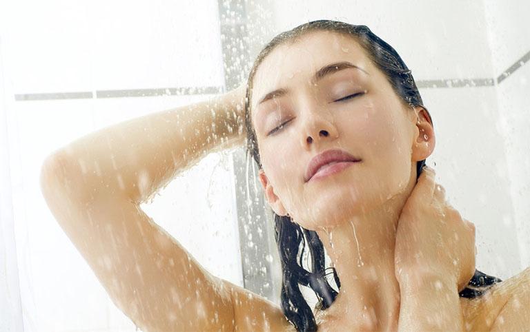 Lưu ý khi tắm nước muối chữa viêm da cơ địa