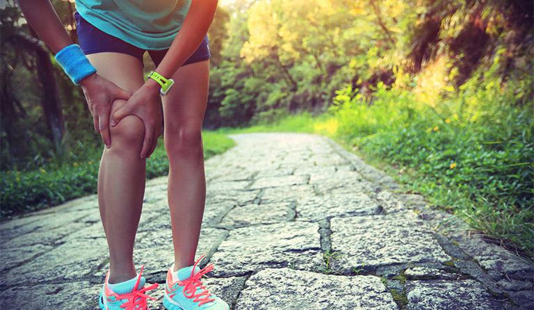 thoái hóa khớp gối có nên đi bộ