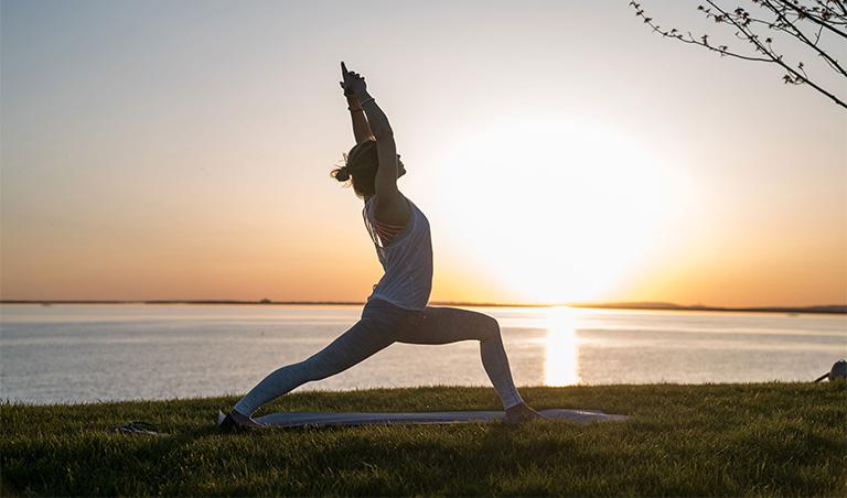 yoga trị liệu thoái hóa khớp gối