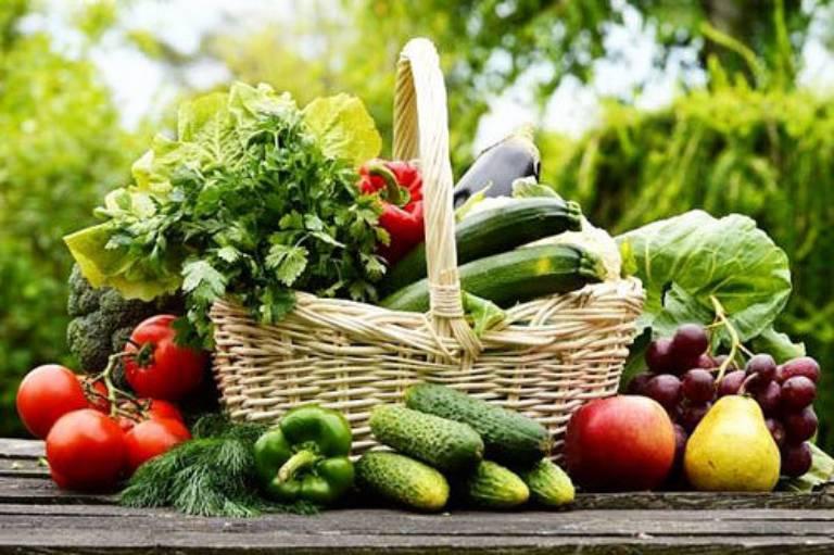Ăn nhiều rau xanh là biện pháp phòng ngừa viêm da tiết bã hiệu quả.