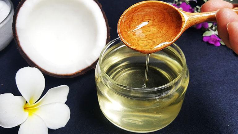 Chữa bệnh nấm da đầu bằng dầu dừa