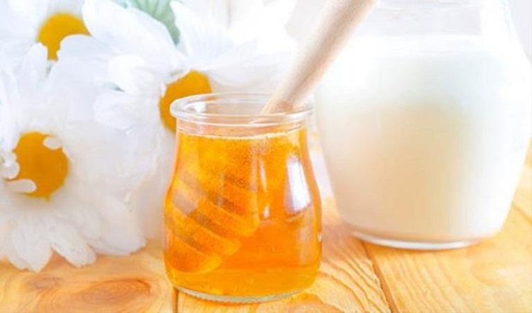 Chữa các bệnh về da gây ngứa bằng mật ong và sữa chua