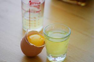 dùng lòng trắng trứng chữa dị ứng da mặt