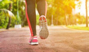 đau dây thần kinh tọa có nên đi bộ