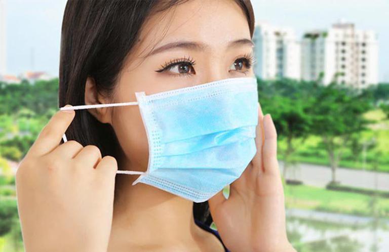Đeo khẩu trang ở môi trường khói bụi hạn chế bệnh phát triển