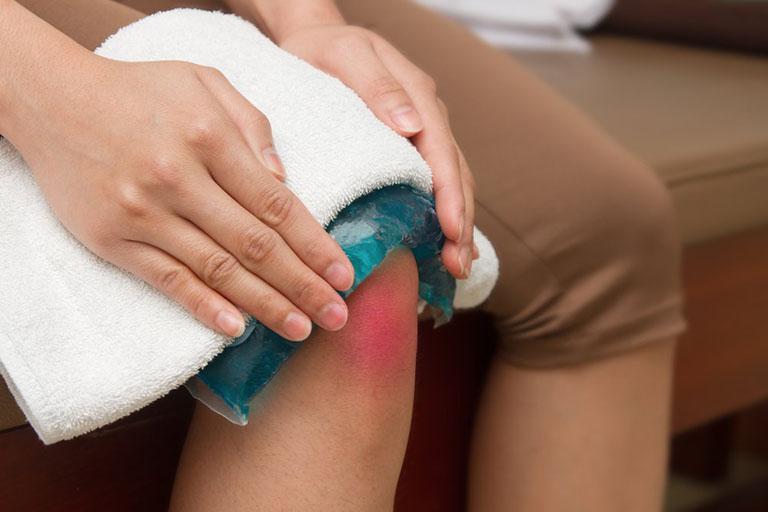 Điều trị đau khớp gối khi đứng lên ngồi xuống