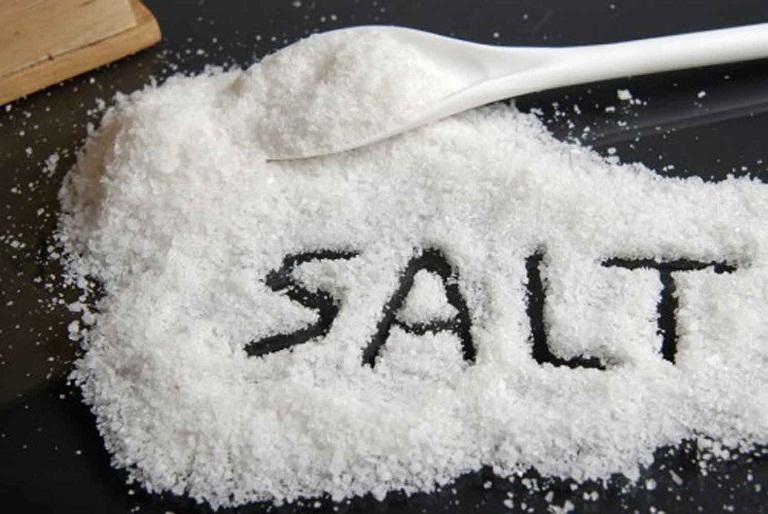 Chữa dị ứng thời tiết bằng muối
