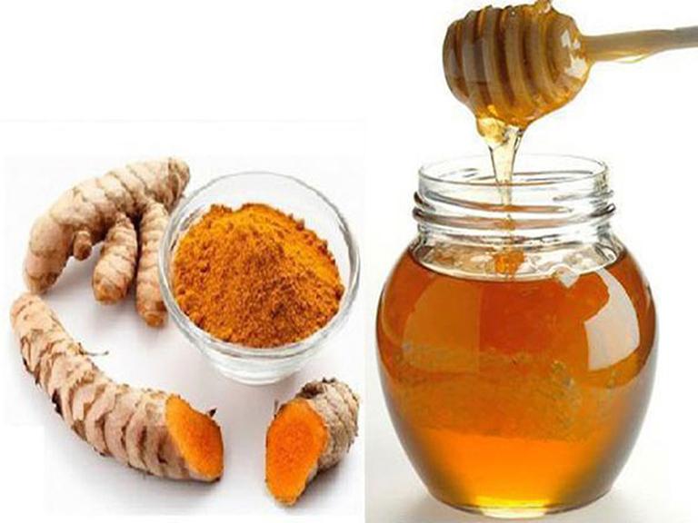 Kết hợp nghệ và mật ong để điều trị dị ứng da mặt