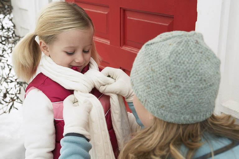 Giữ ấm cơ thể giúp giảm thiểu tình trạng nổi mề đay trên da