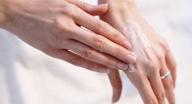mụn nước ở tay gây ngứa