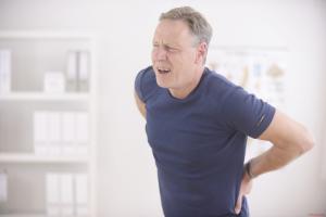 Thoái hóa cột sống chèn ép dây thần kinh là biểu hiện bệnh của thoái hóa cột sống.