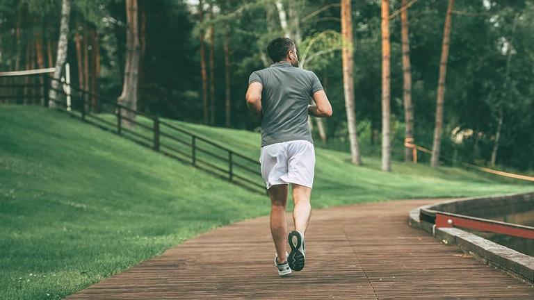 Thoái hóa cột sống có nên chạy bộ