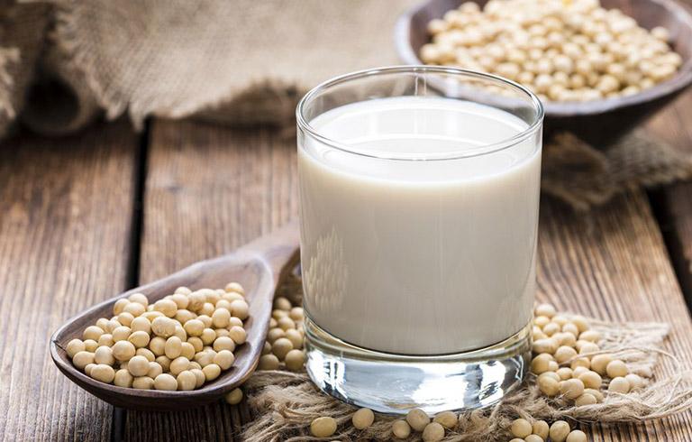 Bị thoái hóa cột sống uống sữa gì