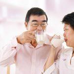 Thoái hóa cột sống nên uống sữa gì