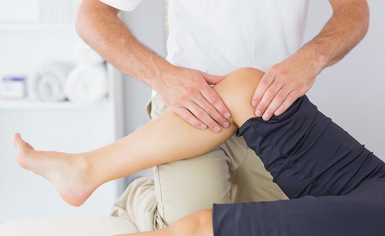 điều trị thoái hóa khớp gối ở người trẻ tuổi