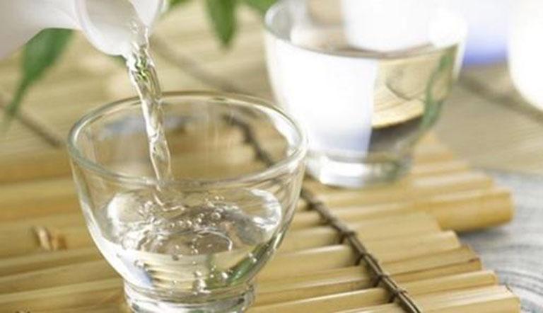 Sử dụng rượu trong điều trị mề đay