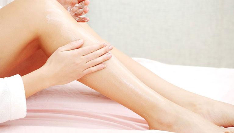 cách chữa viêm da cơ địa tại nhà bằng kem dưỡng ẩm
