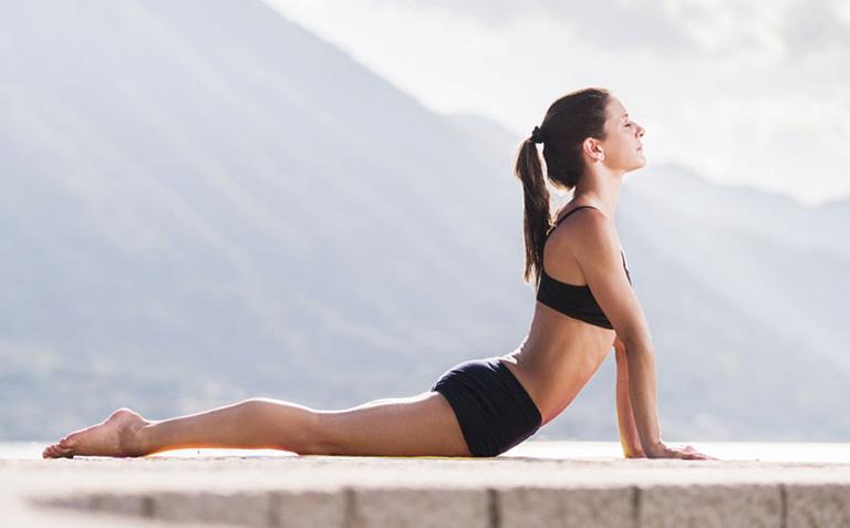 yoga cải thiện đau nhức cột sống