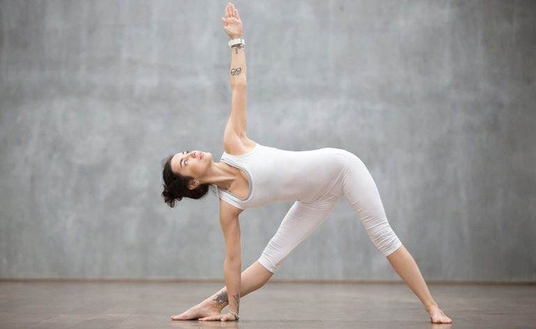 tập yoga chữa thoái hóa cột sống