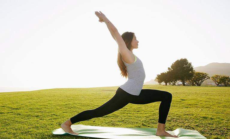 6 bài tập Yoga chữa thoái hóa cột sống nên tập hàng ngày