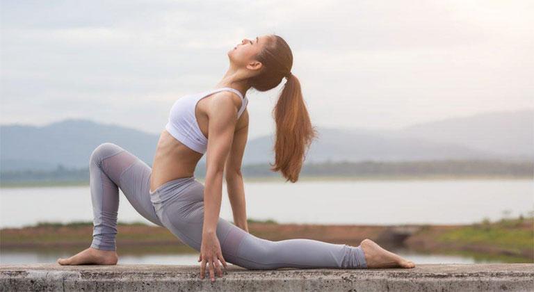 tập yoga chữa gai cột sống