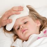 Bé bị viêm họng cấp sốt cao khiến nhiều cha mẹ lo lắng
