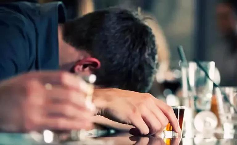 triệu chứng gout cấp