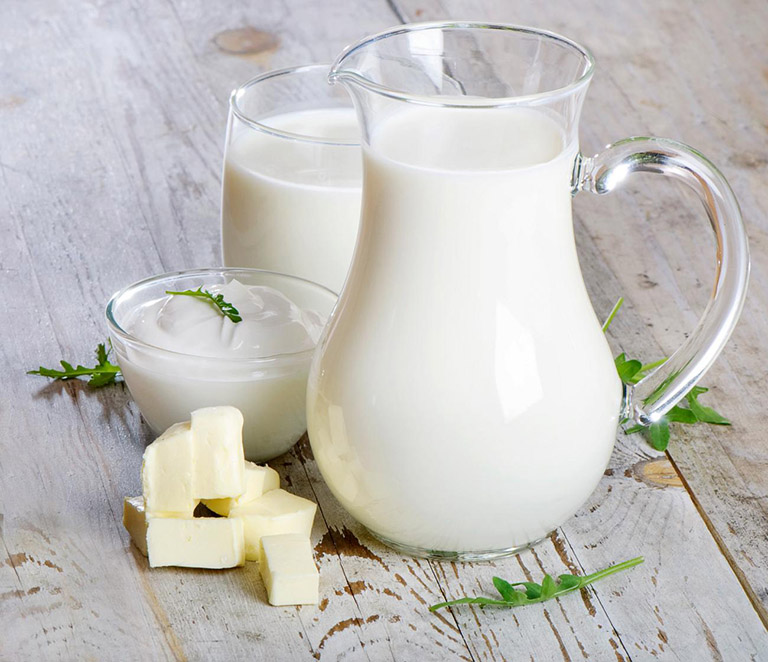 Bị gai cột sống nên uống sữa gì?