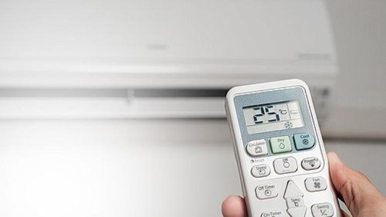 Chỉ nên điều chỉnh nhiệt độ máy lạnh từ 25 độ C trở lên cho người mắc thủy đậu