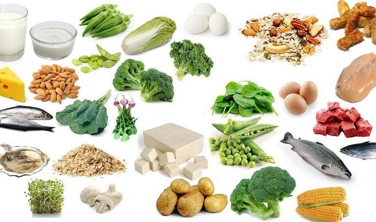 bị vôi hóa cột sống nên ăn thực phẩm giàu vitamin D