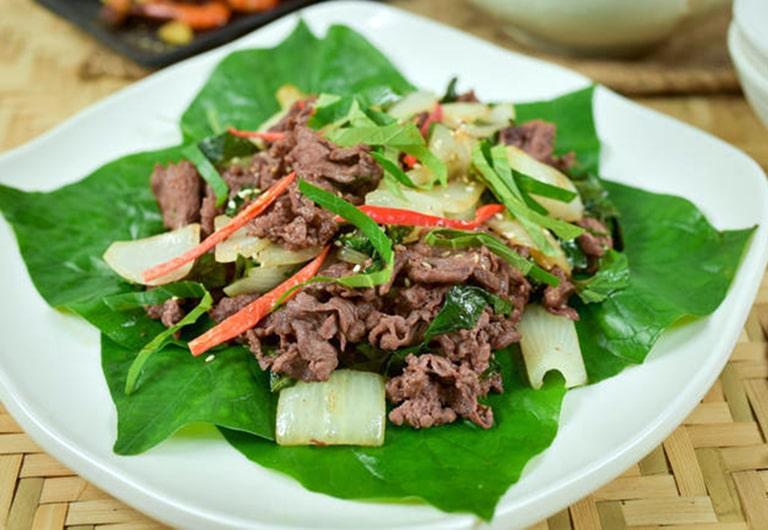 Sử dụng món ăn bò xào lá lốt thường xuyên giúp cải thiện tình trạng bệnh thoái hóa đốt sống cổ