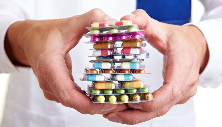 Bệnh nhân gai cột sống có thể uống thuốc Tây để giúp giảm đau, kháng viêm.