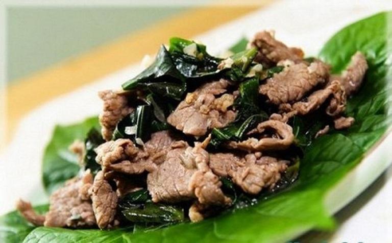 chữa thoát vị đĩa đệm bằng lá mốt xào thịt bò