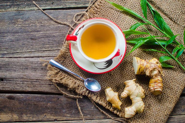 Cách chữa vảy nến da đầu tại nhà bằng trà gừng
