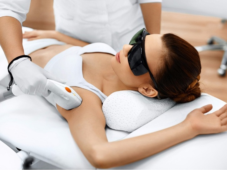 Cách điều trị viêm nang lông ở nách bằng laser