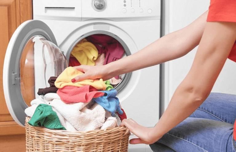 Thường xuyên giặt giũ quần áo sẽ giúp các cách trị ghẻ nước ở tay chân tại nhà trở nên hiệu quả hơn