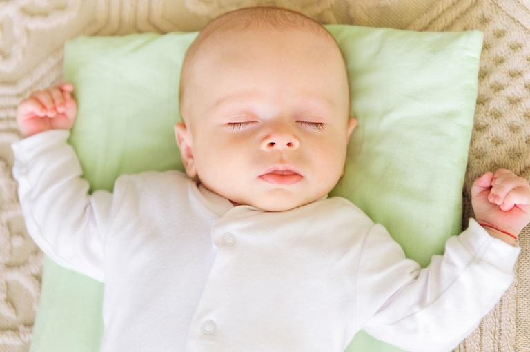 cách trị sổ mũi cho trẻ sơ sinh an toàn
