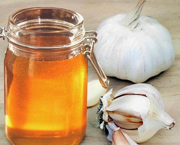 cách chữa viêm mũi dị ứng bằng tỏi và mật ong