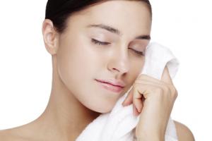 Sau dị ứng mỹ phẩm da cần được chăm sóc đúng cách