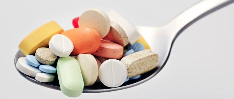 Điều trị thoái hóa khớp gối bằng thuốc.
