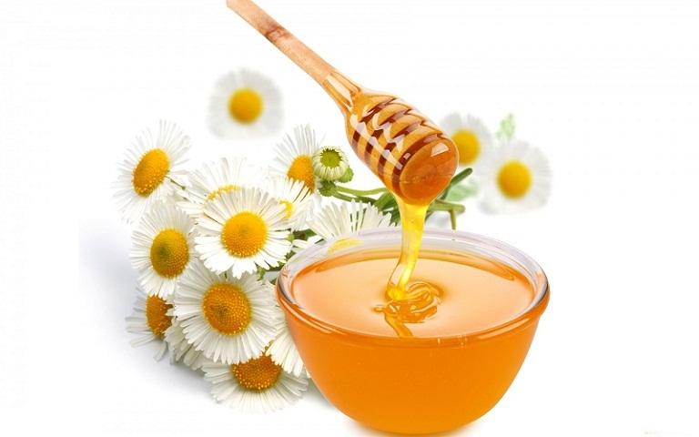 Chữa da mặt đỏ rát và ngứa bằng mật ong