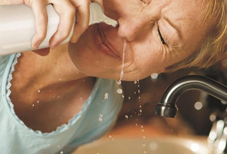 Sử dụng nước muối điều trị viêm mũi dị ứng đúng cách để mang lại hiệu quả