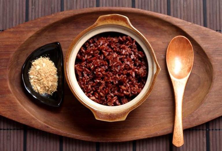 Cơm gạo lứt muối mè có tác dụng giảm cân và chữa thoát vị đĩa đệm
