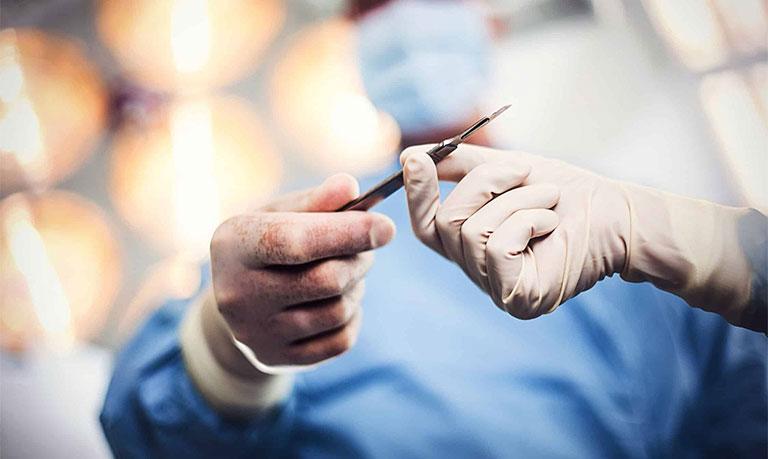 Phẫu thuật điều trị đau khớp ngón tay cái