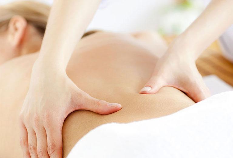 trị đau lưng cho phụ nữ sau sinh