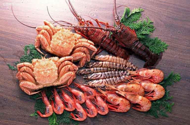 Dị ứng tôm cua là một trong những dạng dị ứng hải sản thường gặp