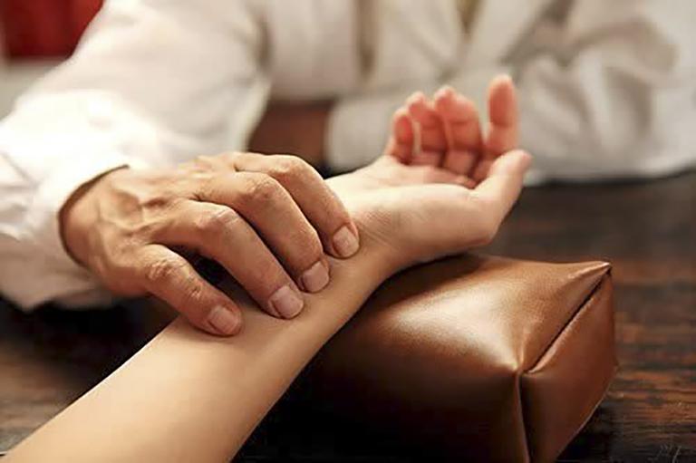 Chữa trị đau thần kinh toạ theo y học cổ truyền được nhiều người tin tưởng